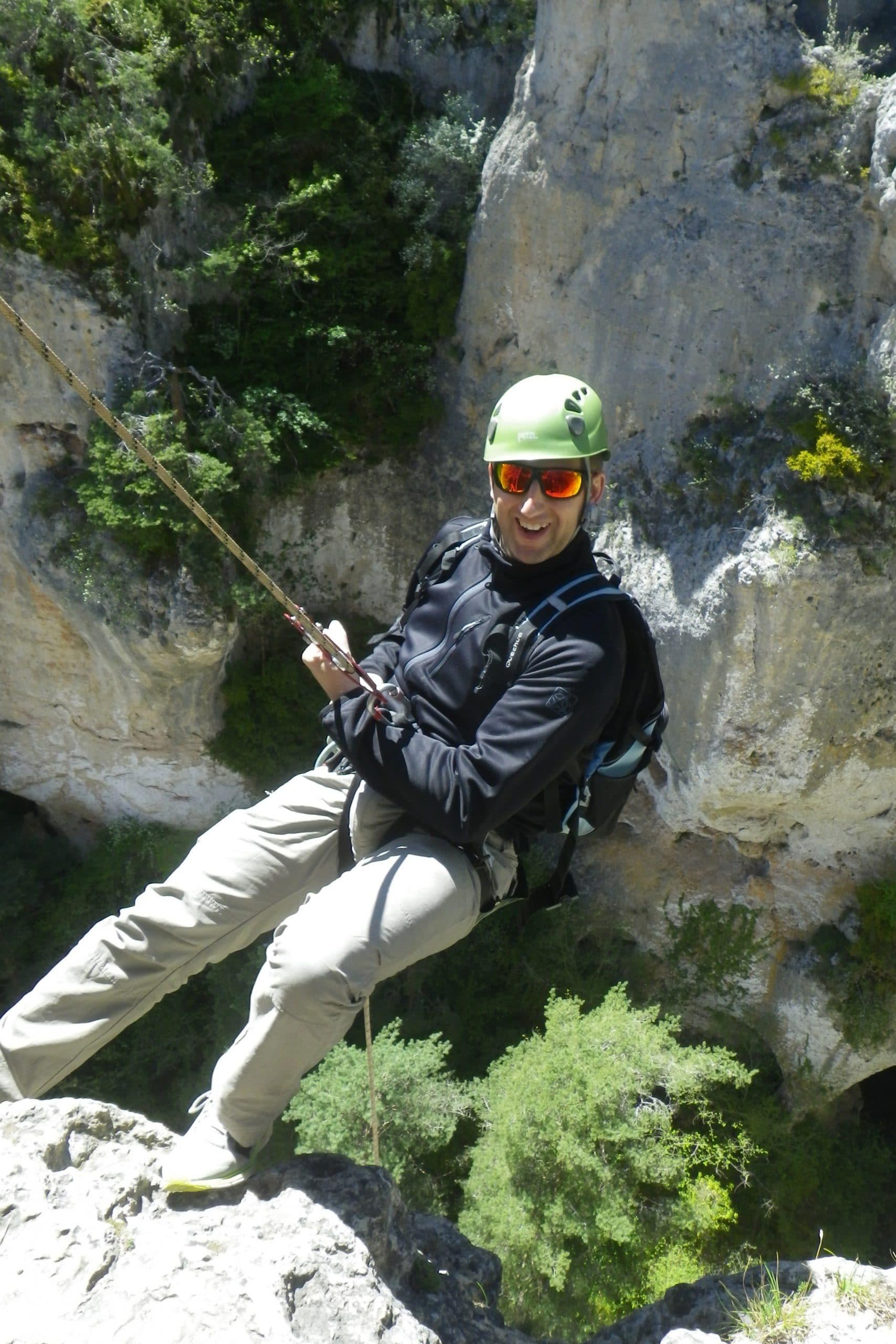 Homme descente en rappel Gorges du Tarn Lozère France