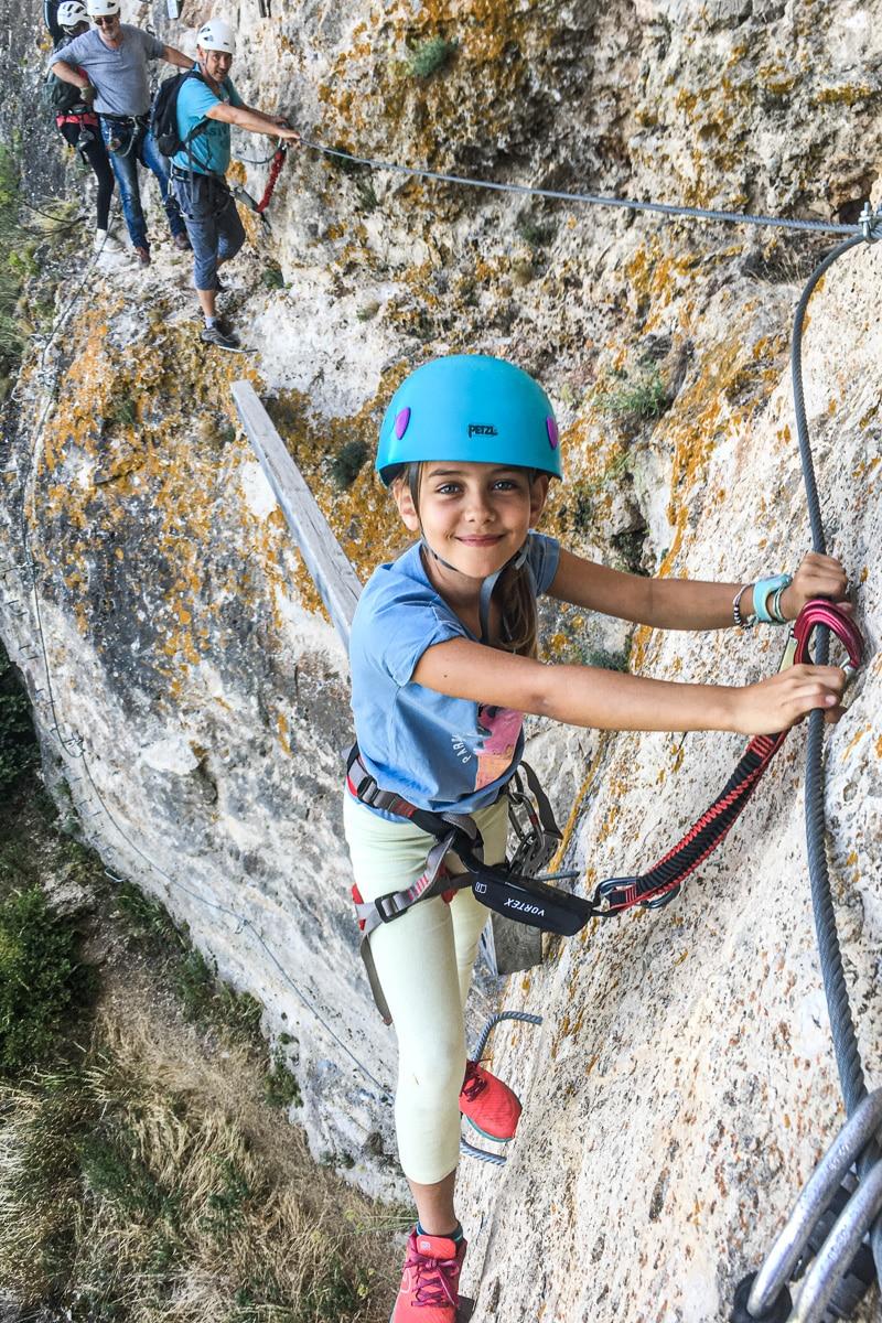 Petite fille Via Ferrata Gorges du Tarn France
